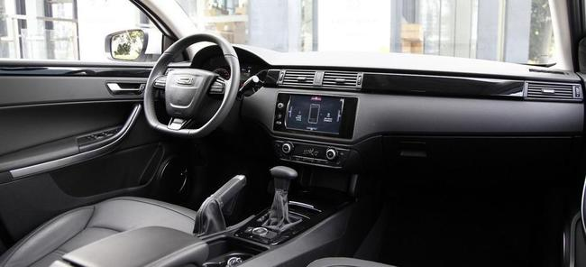 Qoros 3 City SUV 2014 interior 01