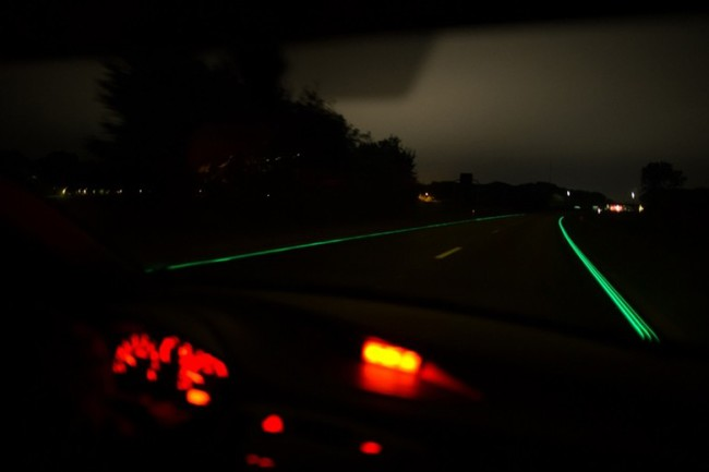 smart-highway-glowing-lines-4