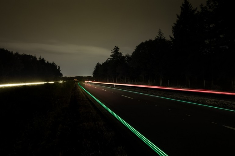 smart-highway-glowing-lines