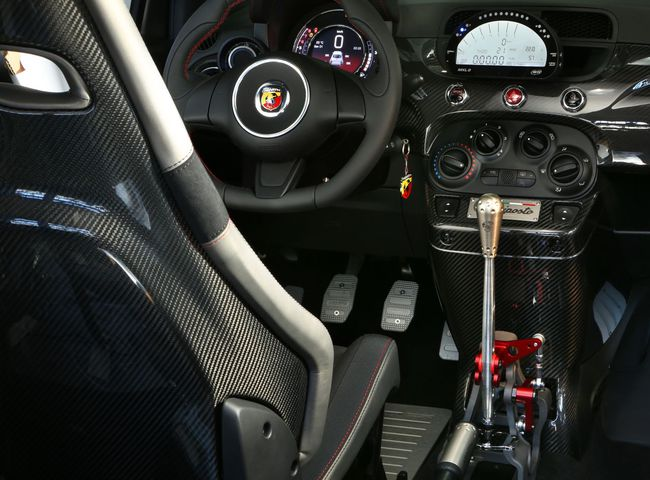 Abarth 695 biposto interior 2014 05
