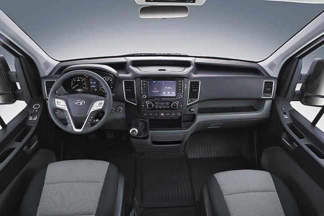 Hyundai H350 2015 interior 01