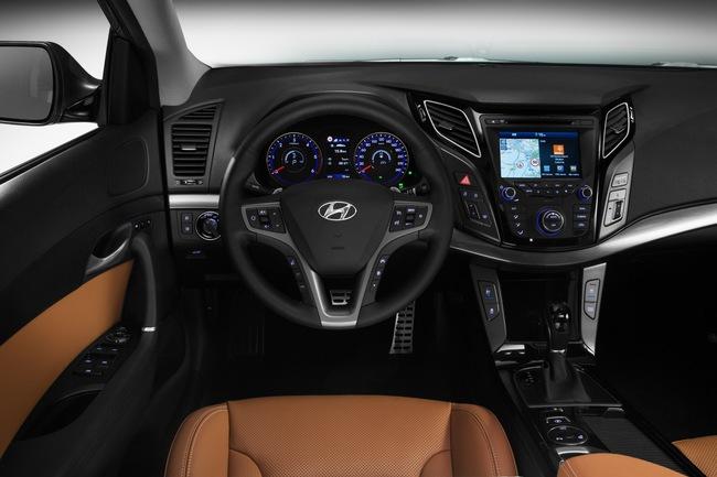 Hyundai i40 2015 interior 01
