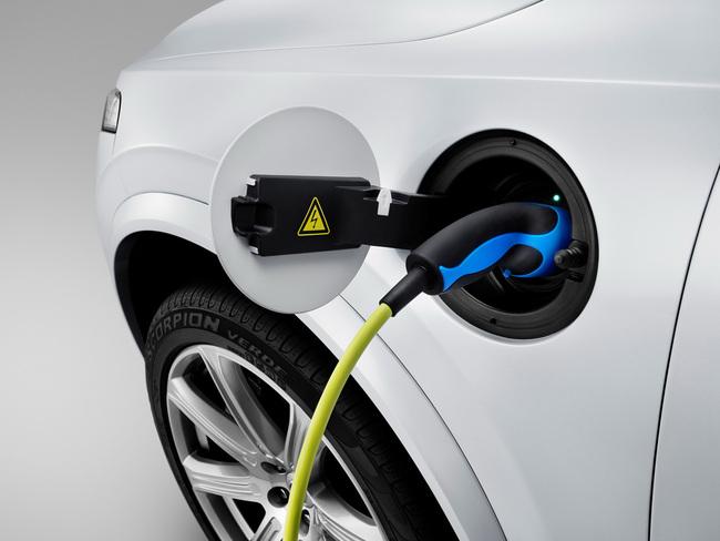 Volvo XC90 T8 Plug-In Hybrid 2015 04
