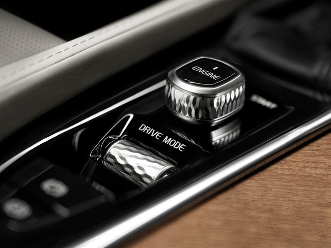 Volvo XC90 T8 Plug-In Hybrid 2015 interior 06