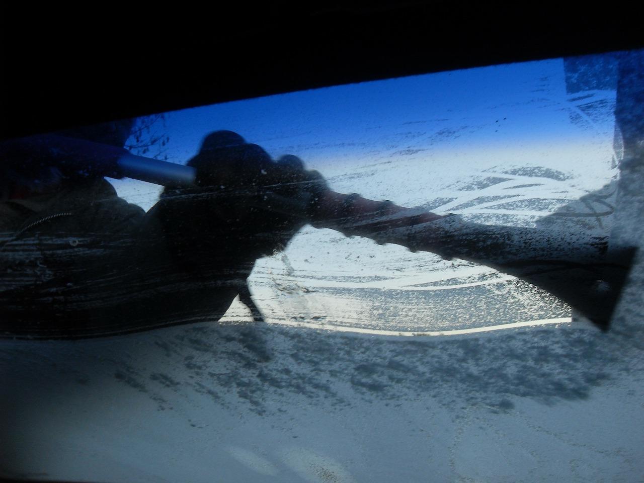coche-nieve-hielo-quitar-6