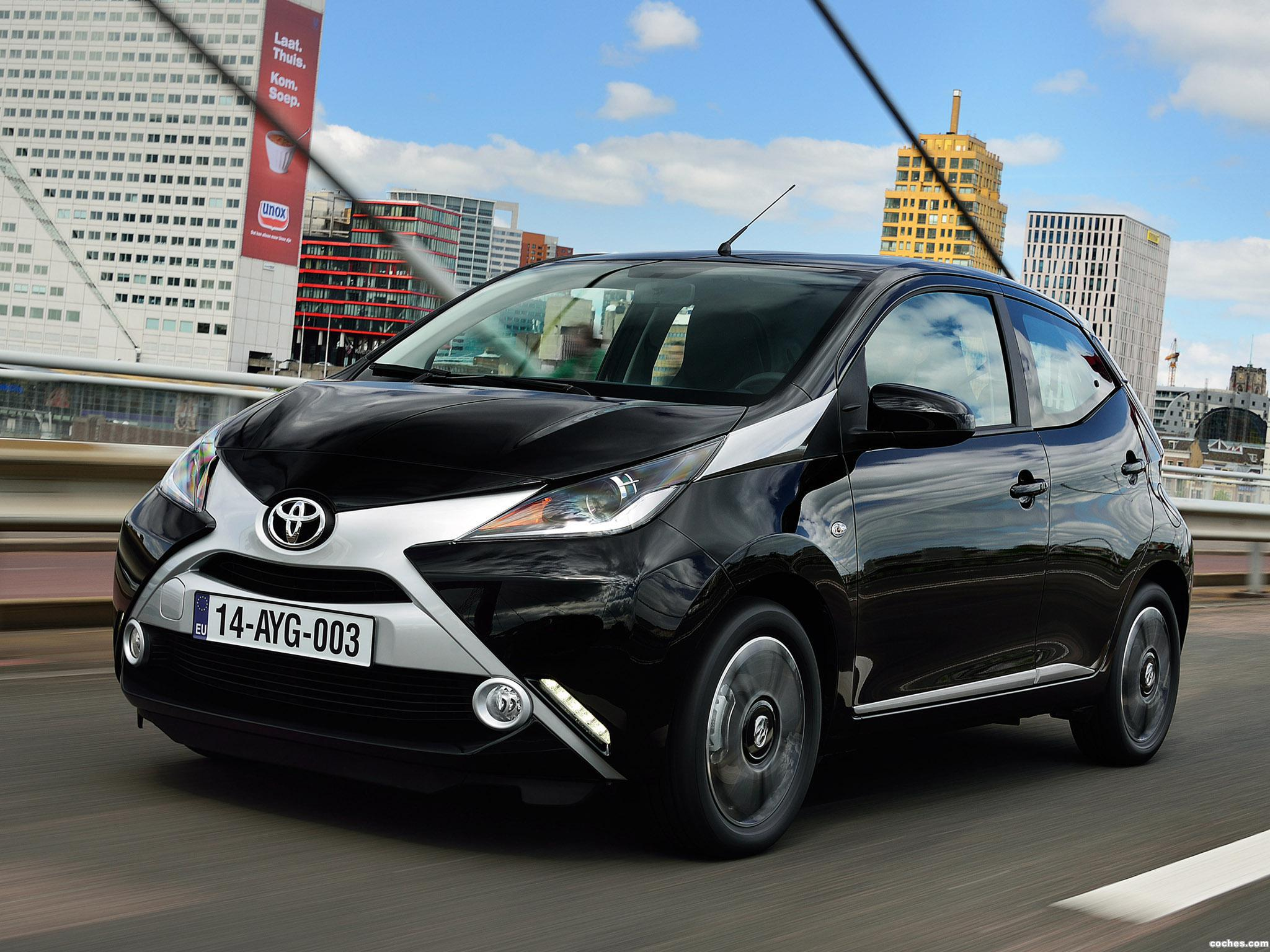 fotos de toyota aygo x clusiv 5 puertas 2014 foto 2. Black Bedroom Furniture Sets. Home Design Ideas