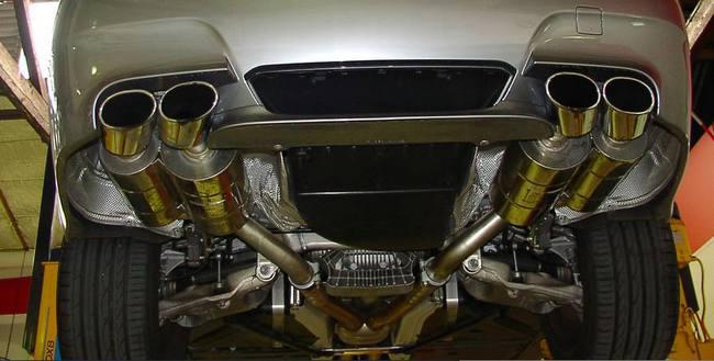 tubo de escape bajos coche
