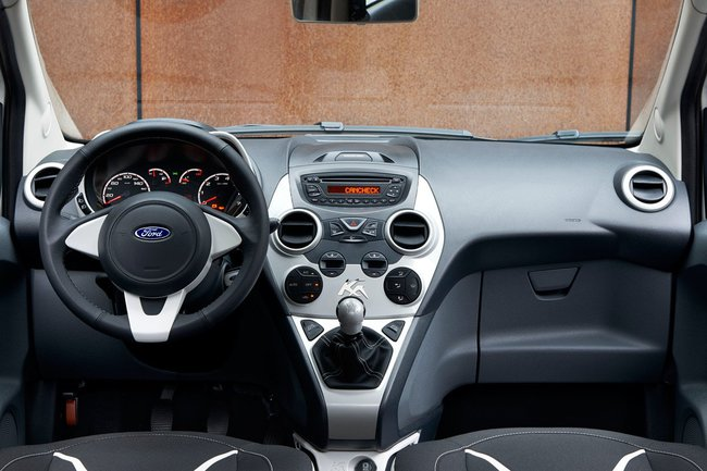 Ford Ka White 2015 interior 01