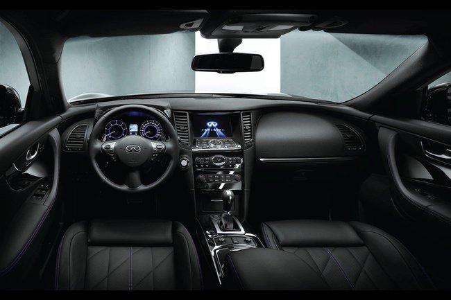 Infiniti QX70 S-Design 2015 04 interior