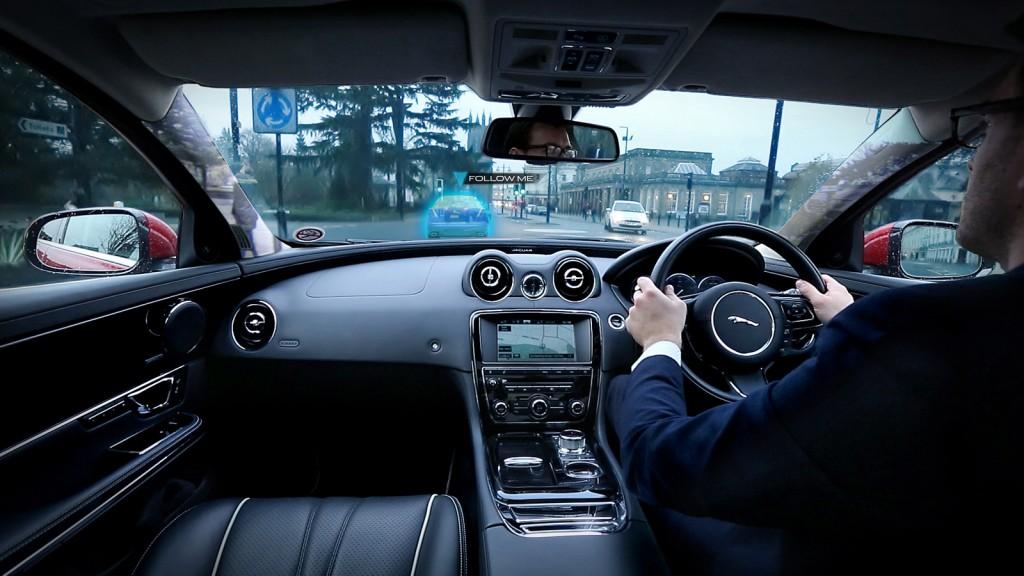 Jaguar sistema transparente follow me (1)