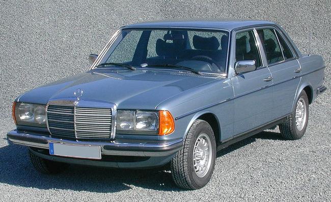 Mercedes 300 D sedán W123 1975