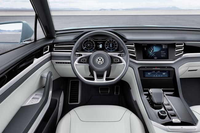 Volkswagen Cross Coupe GTE Concept 2015 interior 02