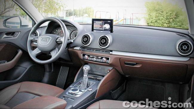 Audi_A3_Sedán_017