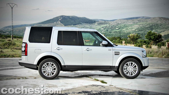 Land_Rover_Discovery_SDV6_HSE_09