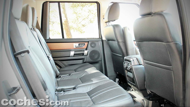 Land_Rover_Discovery_SDV6_HSE_19