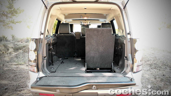 Land_Rover_Discovery_SDV6_HSE_25