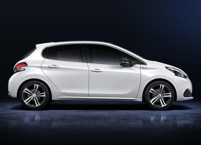 Peugeot 208 2015 GT Line 03
