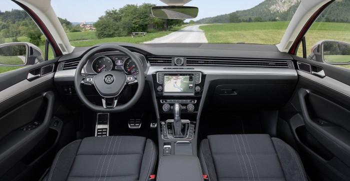 Volkswagen Passat Alltrack 2015 interior 03