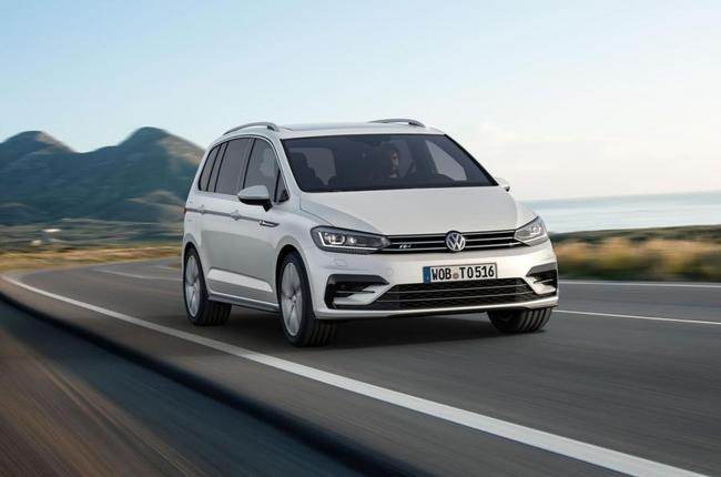 Volkswagen Touran 2015 R-Line 01