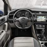 Volkswagen Touran 2015 interior 02