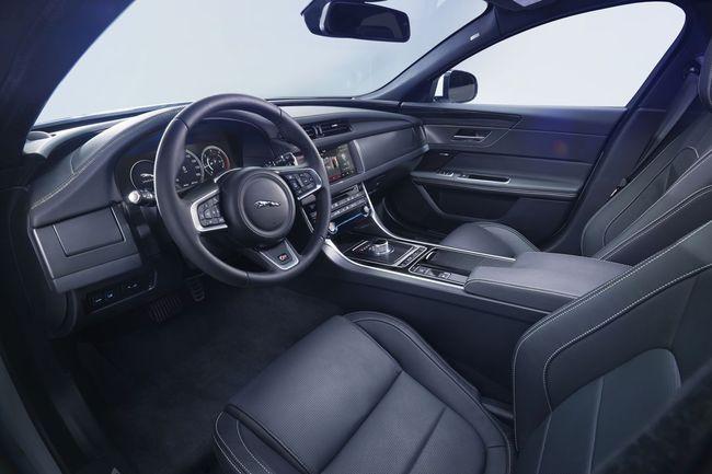 Jaguar XF 2016 interior 01