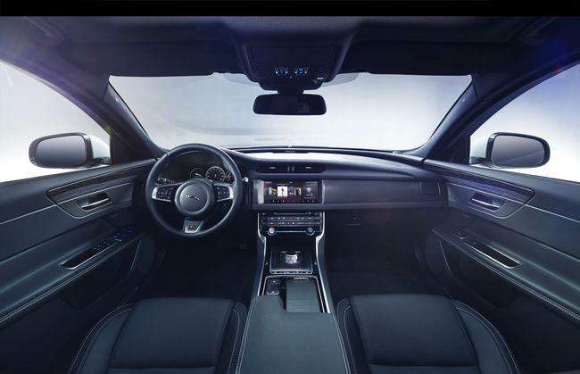 Jaguar XF 2016 interior 02