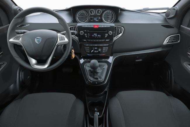 Lancia Ypsilon 30 Aniversario 2015 interior 01