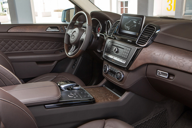 Mercedes GL 2015 interior 03