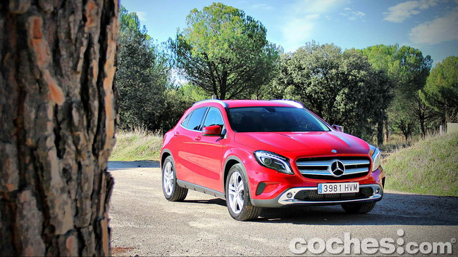 Mercedes_Benz_GLA_001