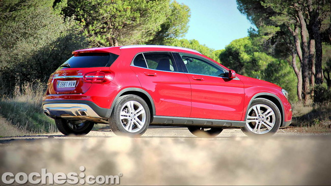 Mercedes_Benz_GLA_004