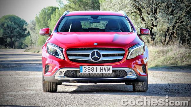 Mercedes_Benz_GLA_005