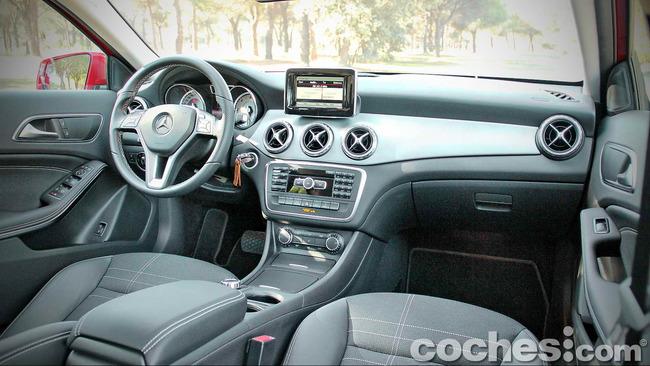 Mercedes_Benz_GLA_020