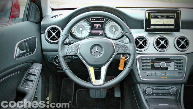 Mercedes_Benz_GLA_023