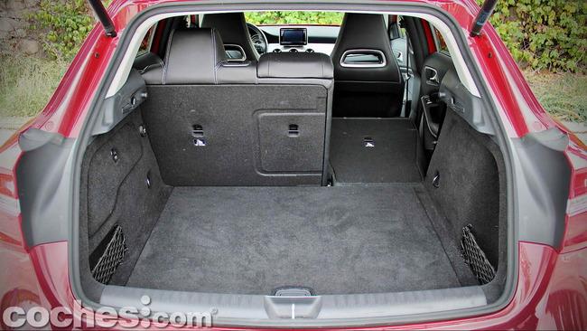 Mercedes_Benz_GLA_037