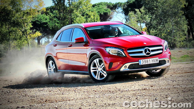 Mercedes_Benz_GLA_057