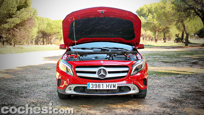 Mercedes_Benz_GLA_086