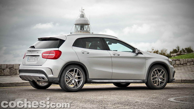 Mercedes_Benz_GLA_45_AMG_4Matic_010
