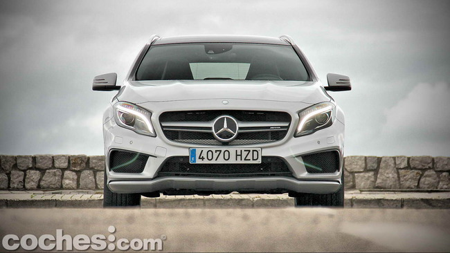 Mercedes_Benz_GLA_45_AMG_4Matic_011