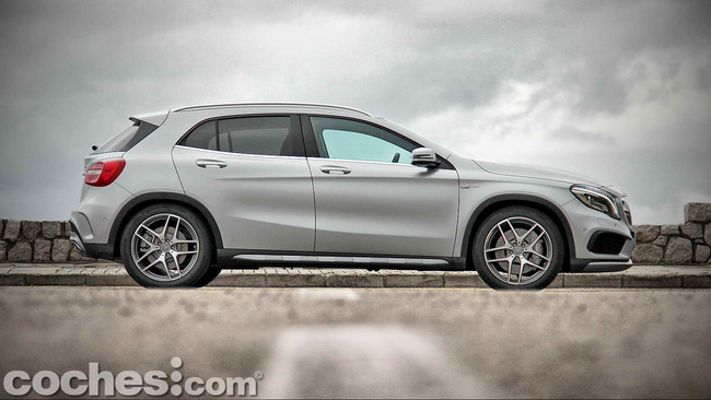 Mercedes_Benz_GLA_45_AMG_4Matic_012