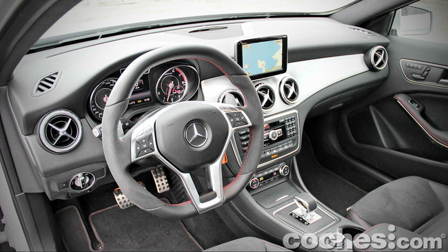 Mercedes_Benz_GLA_45_AMG_4Matic_014