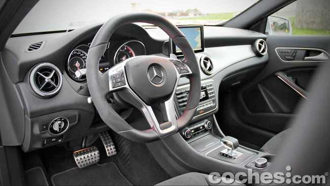 Mercedes_Benz_GLA_45_AMG_4Matic_015