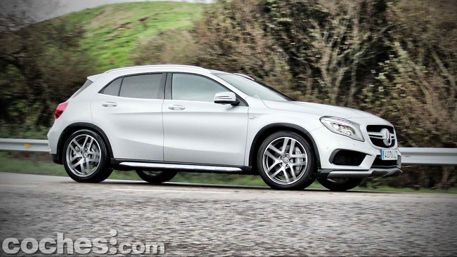 Mercedes_Benz_GLA_45_AMG_4Matic_040