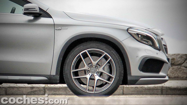 Mercedes_Benz_GLA_45_AMG_4Matic_056