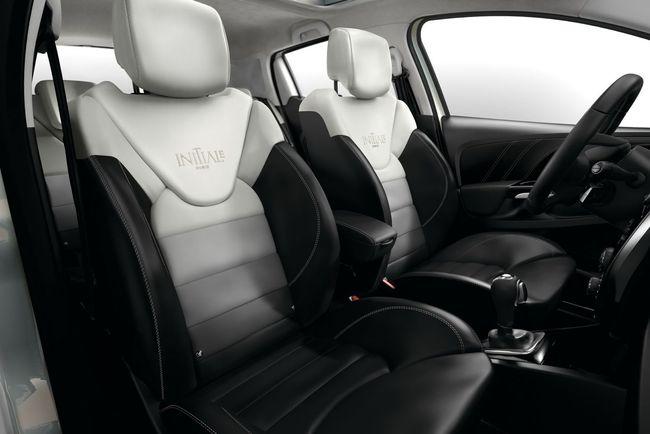 Renault Clio Initiale Paris 2015 interior 04