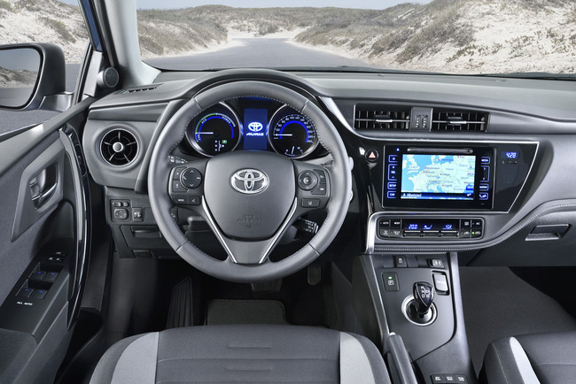 Toyota Auris 2015 interior 03