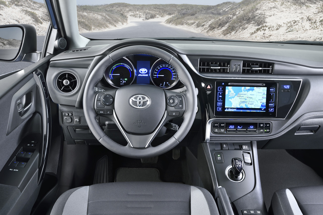 toyota auris touring sports 2015 la renovaci n llega al familiar. Black Bedroom Furniture Sets. Home Design Ideas