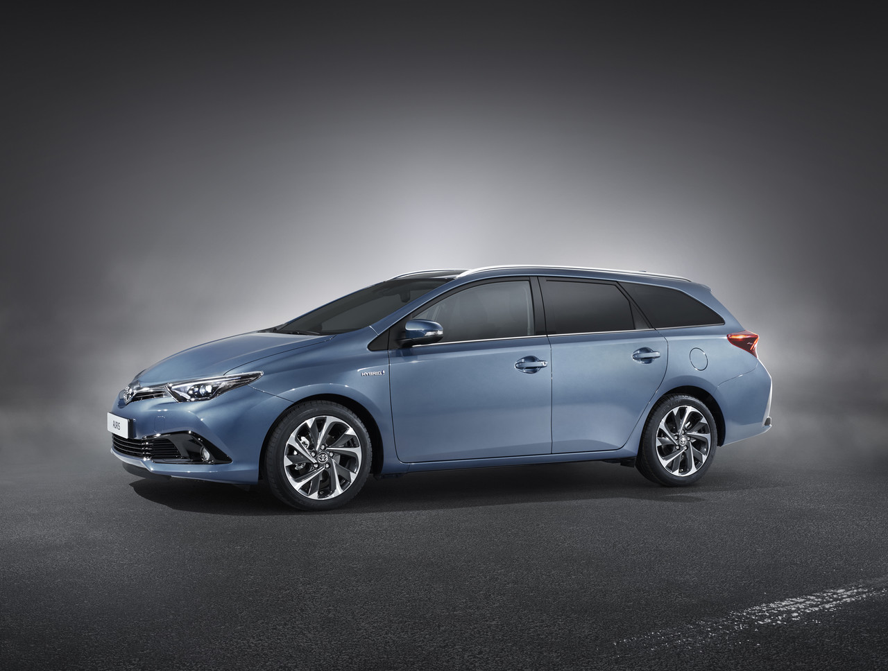 Toyota Auris Touring Sports 2015 01