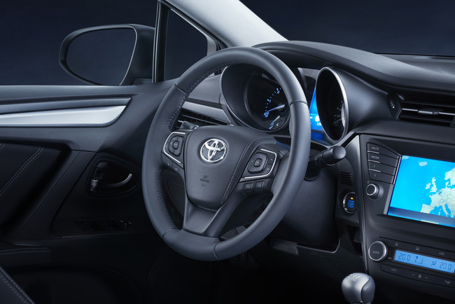 Toyota Avensis 2015 interior 03