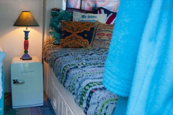 [Imagen: bread-van-converted-into-guest-bedroom-m...00x399.jpg]