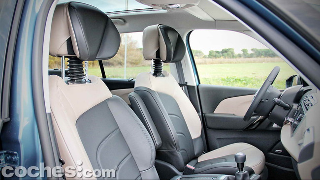 Citroën_Grand_C4_Picasso_038